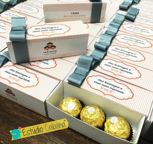 Caixa Ferrero Rocher Dia do Cliente Brinde Corporativo Estudio Cabana